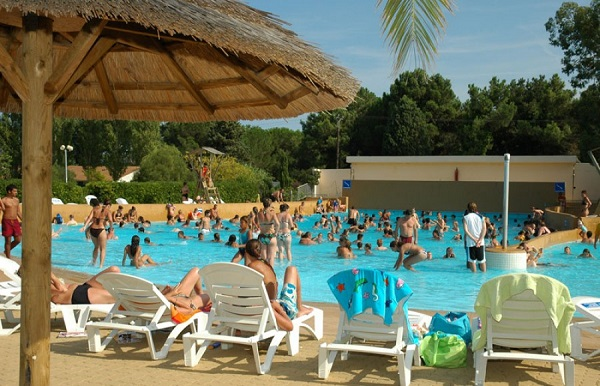 aqualand_attraction_surf_beach_piscine_a_vagues